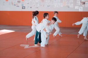 Kinder trainieren Judo